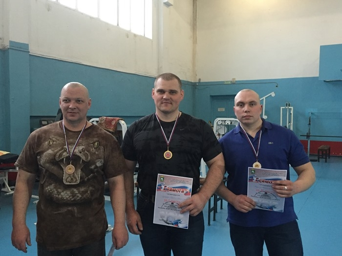 Победители в категории мужчины 100+. Антипин Александр, Ломакин Сергей, Антипин Вячеслав.