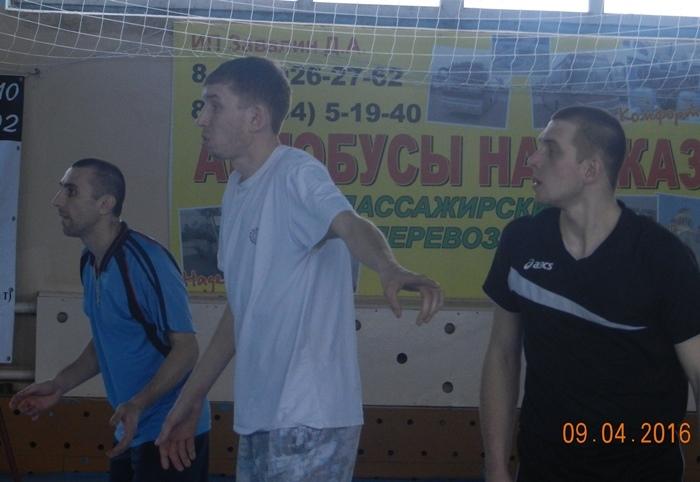 Ударная сила педколледжа В. Черных, П. Семенов и Е. Баранов