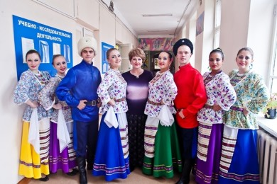 1444030460_ansambl-kazachej-pesni-krasnyj-yar-v-centre