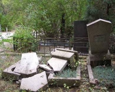 Юные вандалы кладбище